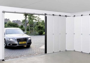 Zijdelingse sectionale deur